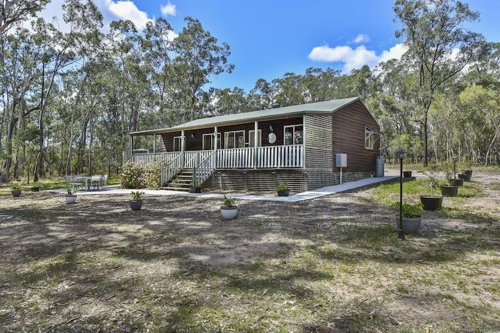Kangaroo Cottage - cute Accom in bushland setting