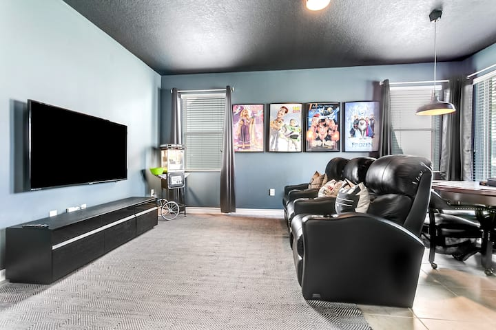 MODERN HOME WITH MOVIE ROOM, GAME ROOM AND POOL!