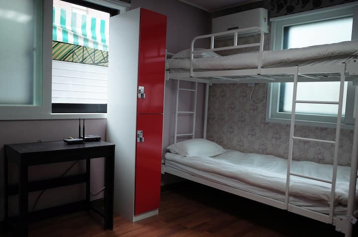 Clean & Cozy 6-Bed Mixed Dormitory Bed in Gangnam