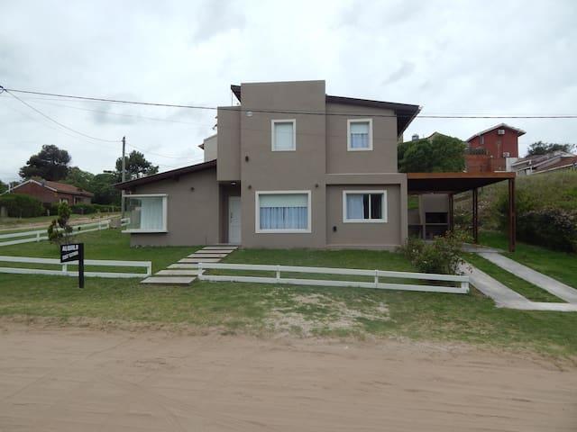 Casa a 2 cuadras del mar