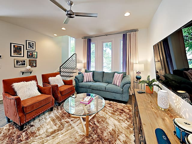 Stunning & Unique Townhouse - 5 mins to Broadway