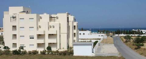 Красивая квартира на берегу моря