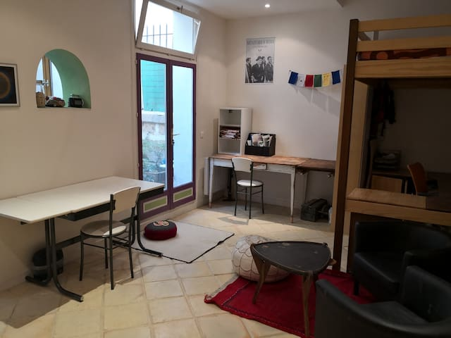 Cosy apartment (32 m2) with patio - Latin District