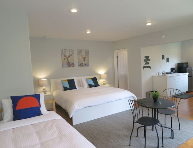 Green Beach:Private King suite@Culver City