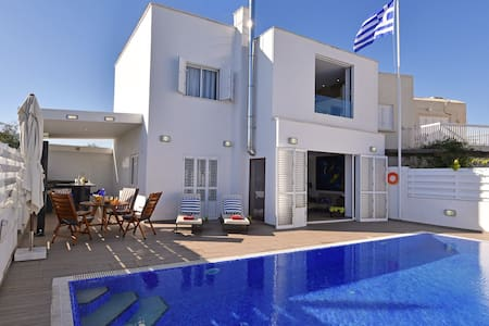 Delightful Pernera Villa, 3 mins from the Beach - Paralimni - Villa