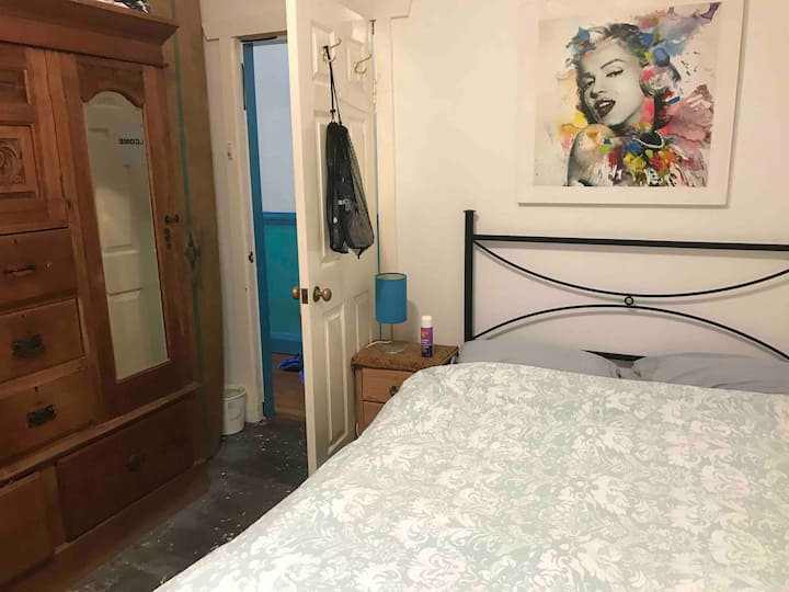 Private room 1.5km from Manly Beach