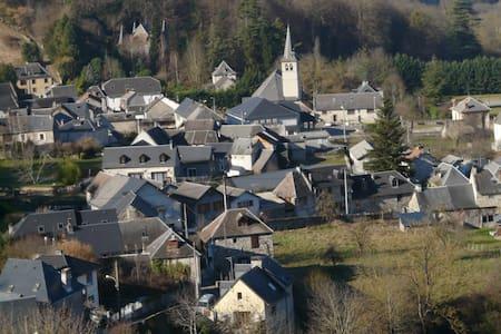 Maison de village au coeur des pyrénées - Marignac - Hus