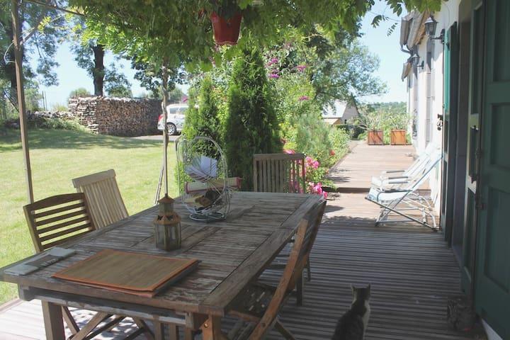 Chambre privée dans une grande maison de campagne - Mauriac - Dům
