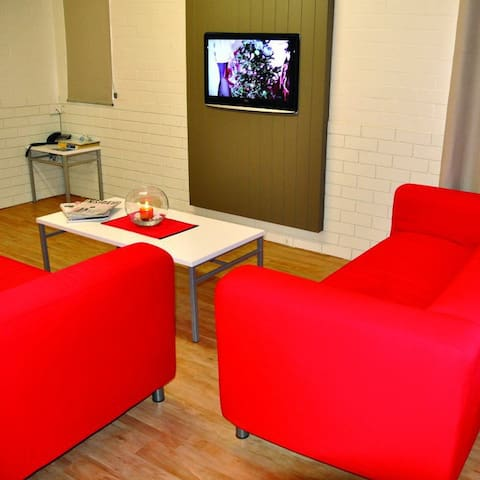 Spacious Lounge with LCD TV & foxtel