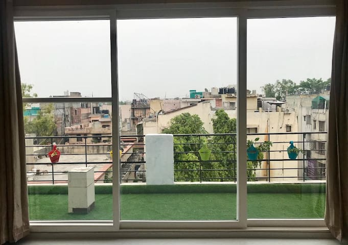 Another great thing about this place is that it offers the peace and a view that is a rare find in Delhi.