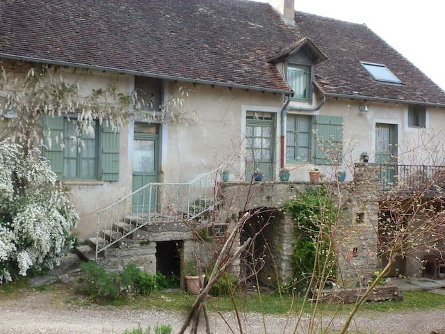 A place to stay in Burgundy vinyard