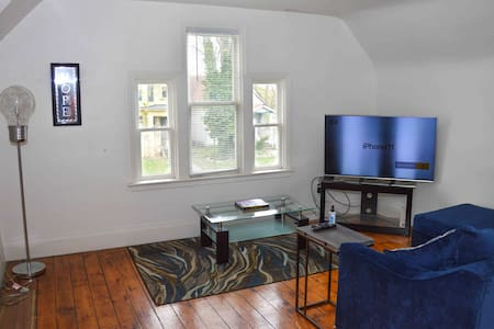 Smoke Friendly| Disinfected|  West Village Flat