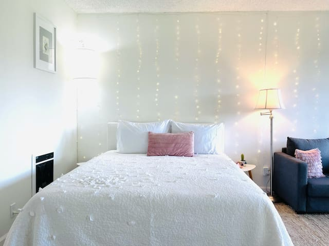dive into a comfortable QUEEN bed