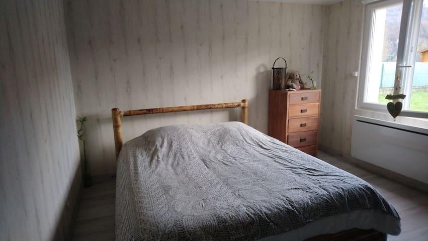 Chambre dans maison en chartreuse