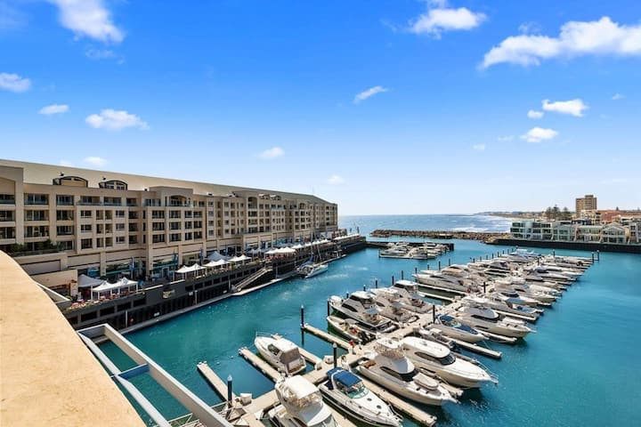 The PENTHOUSE!  Beach & Marina on your doorstep