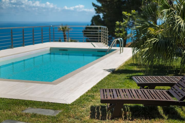 Villa Niccolò with stunning sea view terrace and swimming pool