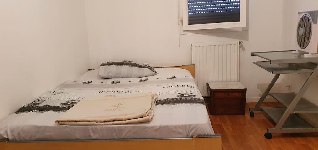 A 5 MIN DE AIRBUS Chambre dans appartement calme