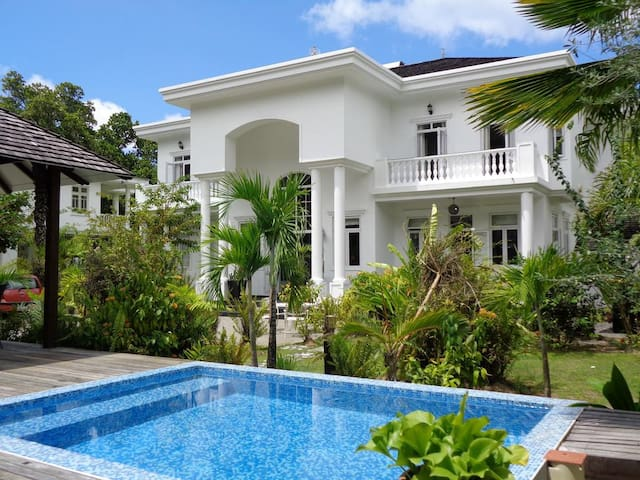 Beau Vallon Beach Houses : Sea View Luxury