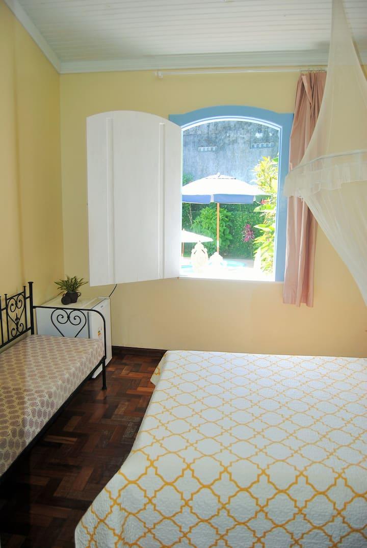Suite 2 Espaçosa c/ ar e frigobar em casa