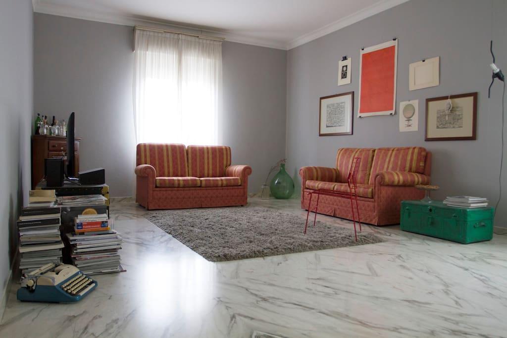Stylish double bedroom appartamenti in affitto a modena for Appartamenti in affitto modena