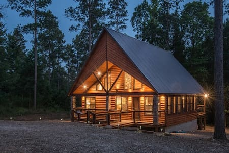9 Pines Cabin (Upscale Couples Cabin - Nice!)