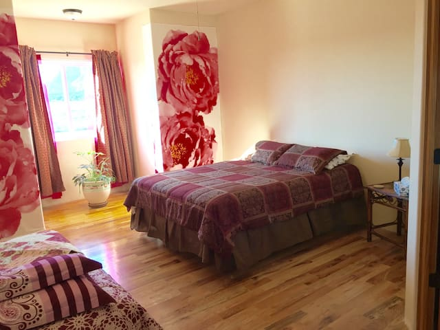 Upstairs Queen Bed + Futon, Private Bathroom, View - Kanab