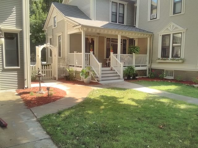 The Blake House - Marine City - Bed & Breakfast