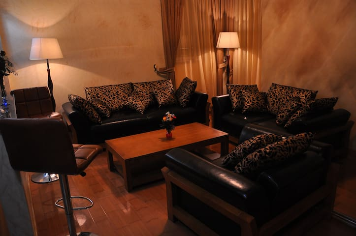 Mini-Suite 10 minutes from the airport. - Addis Ababa - Gjestehus