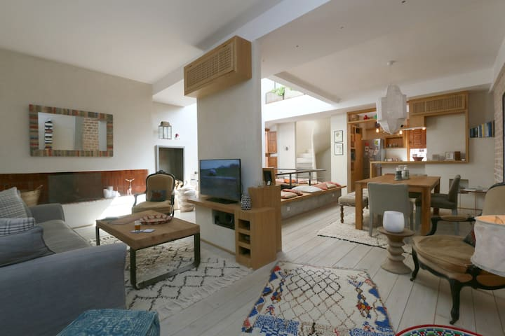 Open plan living area by day