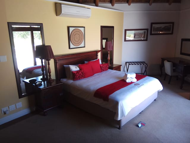 Ridgemor Villa - Honeymoon Suite