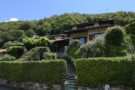 Holiday house with garden and dream lake view - Provincia di Varese
