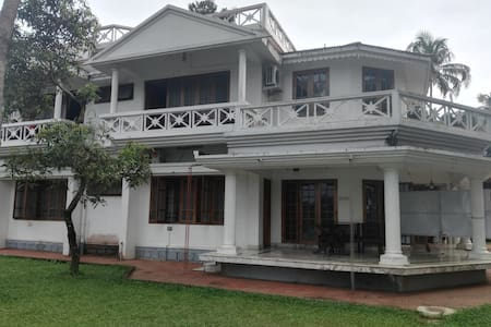 Rooms facing periyar river at Ayurvedic retreat - Aluva