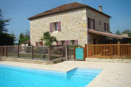 Oustal del Bi, Grande maison avec piscine - Thézac - Doğa içinde pansiyon