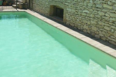 Grand mas avec piscine, proche Avignon - Roquemaure - House