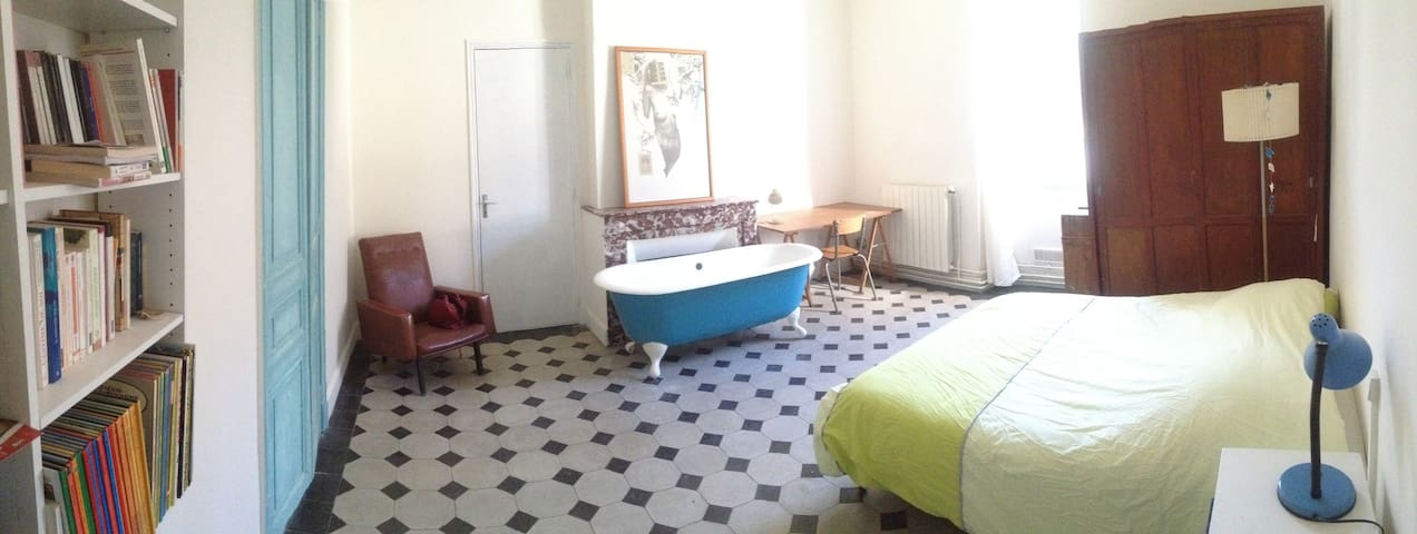 Wide private room at 5 min from historical center - Nîmes