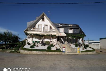 Pensión  - Restaurante Vilaboa  HABIT. MATRIMONIAL