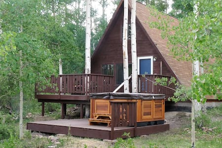 2 BR Hideaway Cabin w/ Hot Tub in the Aspens