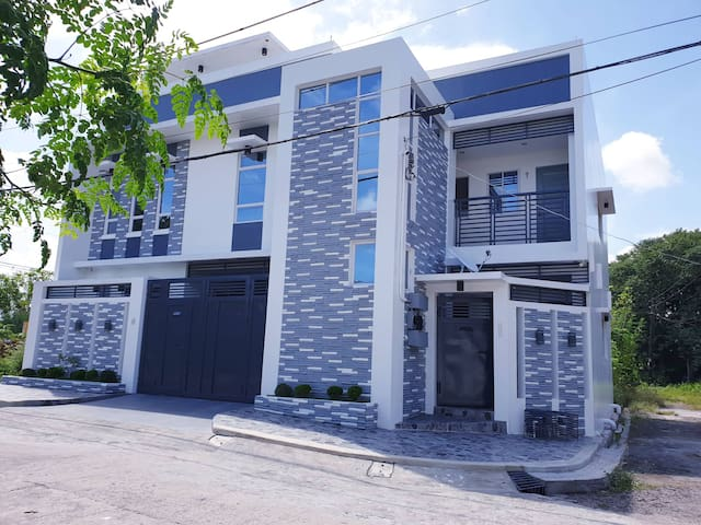 Daet Cozy Cabina:Unit 2-2nd Floor,Aircon,WIFI