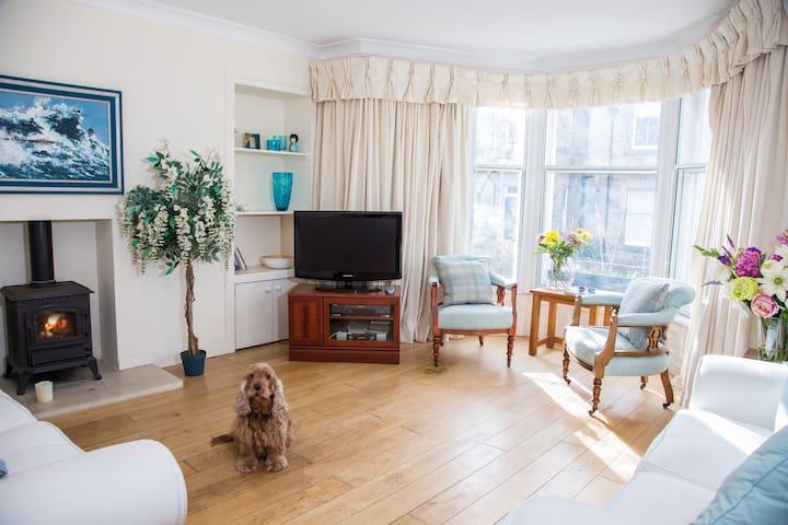 2 bedroom Elie apartment: modern fittings/sea view