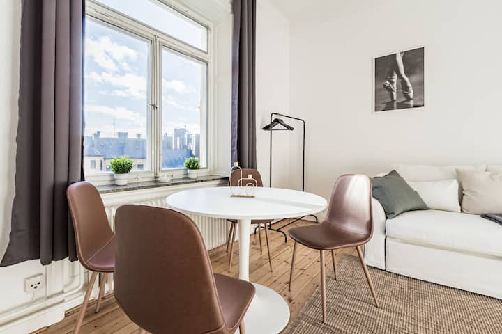 Chic and bright Apt. in the best area of STHLM