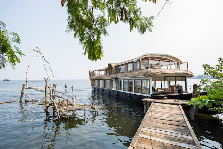 Unique Experience in Luxury Houseboat...! - Muhamma - Boat