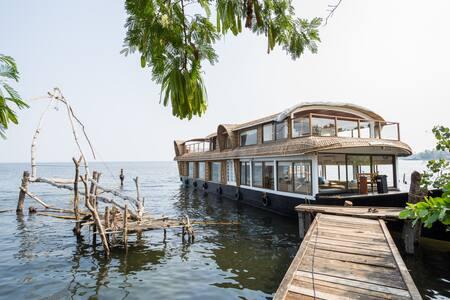 Unique Experience in Luxury Houseboat...! - Muhamma - Лодка