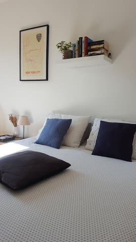 Welcome! Quiet room with private bathroom métro L9 - Montreuil - Pis