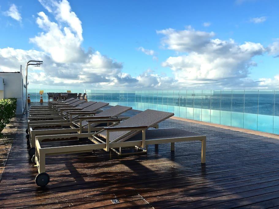 Piscina borda infinita - terraço (Infinity border swimming pool - rooftop) / Deck