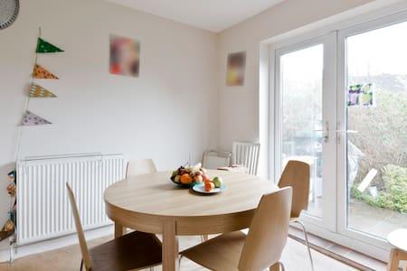 Cozy Single room in Woking - Rumah