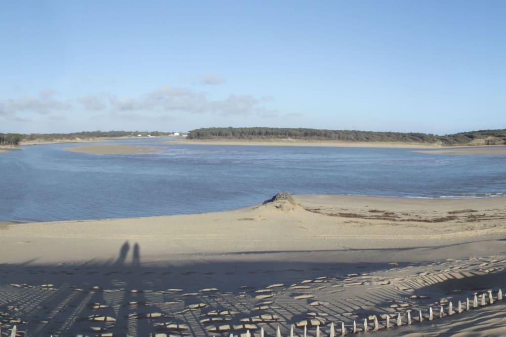 La plage de Bourgenay à 10mn à pied par le sentier des douaniers
