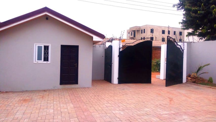 PRIVATE BEDROOMS IN A HOUSE AT NORTH LEGON