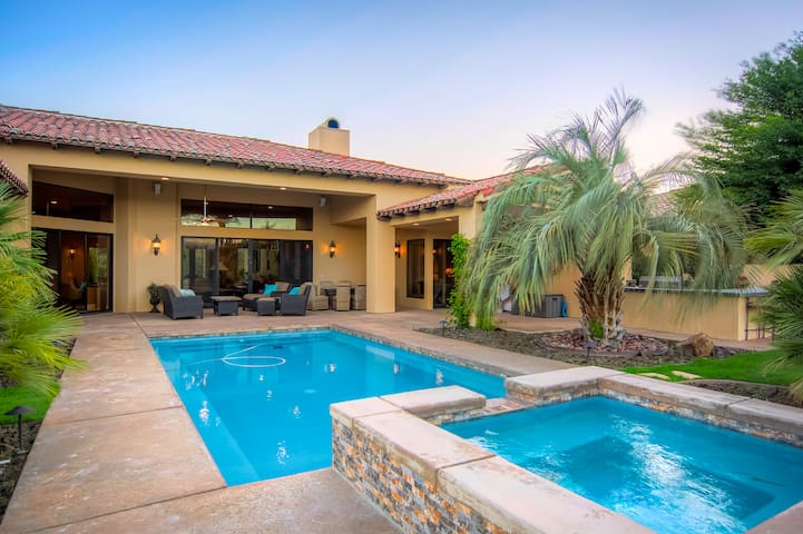 Luxe 4BR Desert Paradise w/ Pool