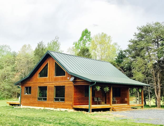 Gorgeous New Cabin! Secluded,Hottub,Fireplace,Wifi - Rileyville - Cabin