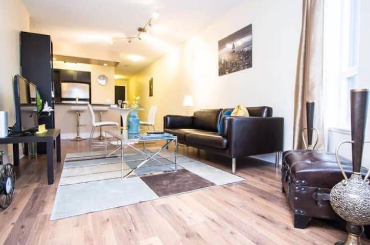 Stylish 2 Bedrooms Condo in North York